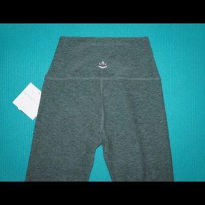 Beyond Yoga Pants - Beyond Yoga Legging Spacedye Midi Waist Sz S green